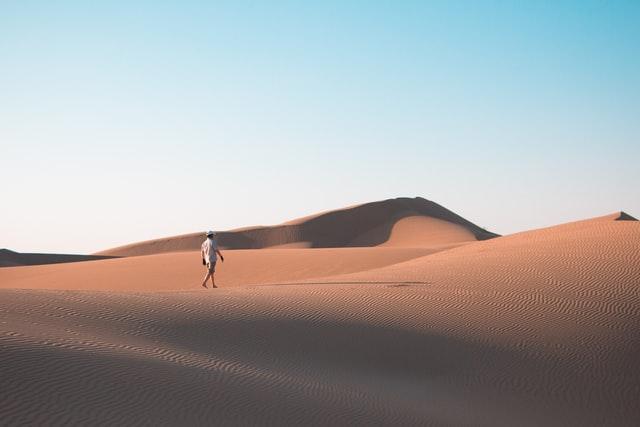 travel alone through the deserts